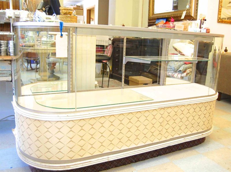 Curved-Vintage-Glass-Counter